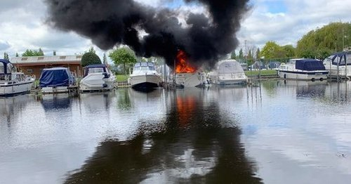 Dramatic fire breaks out on boat at Derbyshire marina