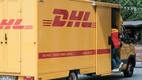 DHL-Kundin irritiert: Der Paketbote fordert 6 Euro Gebühr, wenn Kunden HIER bestellt haben