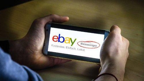 Ebay-Kleinanzeigen: Kunde untersucht gekauftes Schlaf-Sofa genau – und entdeckt DAS