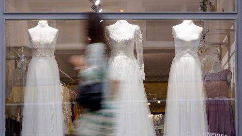 NRW: Frau will in Hagen Brautkleid kaufen – als sie vor dem dem Laden steht, folgt der Schock