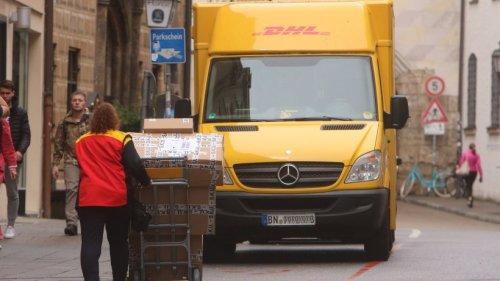 DHL: Kunde platzt der Kragen – er will den Vorgesetzten der Paketbotin sprechen!