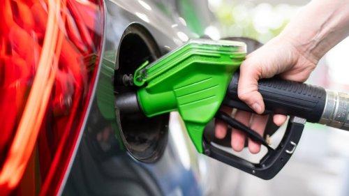 Spritpreis in NRW explodiert: HIER kostet Benzin jetzt über 2 Euro – die Aussichten sind düster