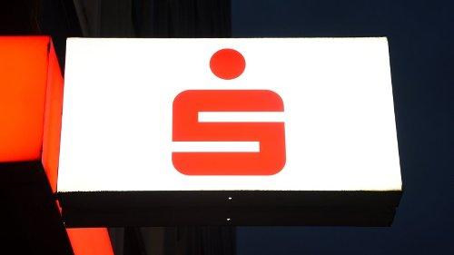 Sparkasse: DIESE Kunden müssen bald Strafzinsen zahlen