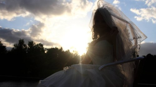 Hochzeit: Braut schneidert sich ihr Traumkleid – und löst Familiendrama aus