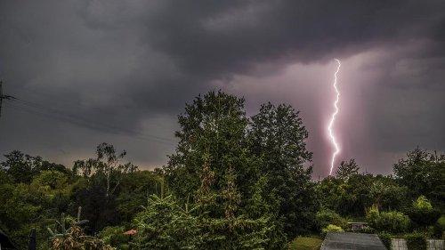 Wetter im Ruhrgebiet: Heftige Gewitter rollen auf DIESE Städte zu!