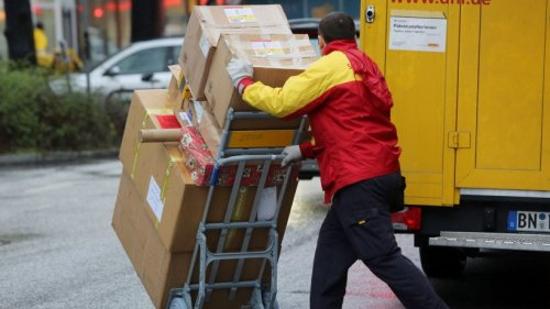 """DHL: Frau platzt die Hutschnur bei Paket-Zustellung – """"bin stinksauer"""""""