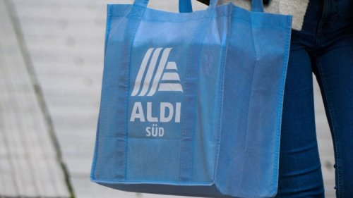 Aldi: Frau sieht dieses Schild in einer Filiale des Discounters – und kriegt sich vor Lachen nicht mehr ein