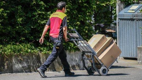 """DHL: Paket riecht gar nicht gut, als es bei Kundin ankommt – """"Euer Ernst?"""""""