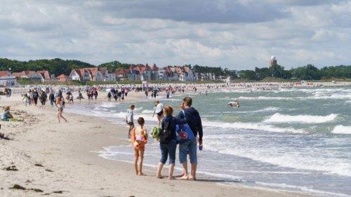 Urlaub an der Ostsee: Was eine Familie am Strand macht, löst brisante Diskussion aus