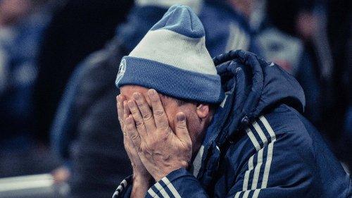 FC Schalke 04: Auch das noch! Gegnerische Fans verhöhnen S04 mit diesem Banner