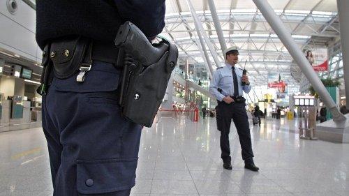 Flughafen Düsseldorf: Flugzeug aus Mallorca landet – Mann will anschließend sofort abhauen