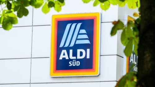 Aldi: Frau entdeckt Schild in Filiale – und kommt aus dem Lachen nicht mehr raus