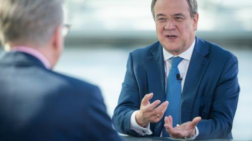 Armin Laschet (CDU) wird im ZDF gefragt, was alle endlich wissen wollen – seine Antwort empört viele