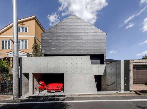 A Concrete Facade Hides a Colorful, Futuristic Interior of a HOUSE in Tokyo