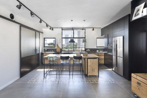 A Tel Aviv Apartment Uses A Loop Floor Plan For Freedom + Flexibility