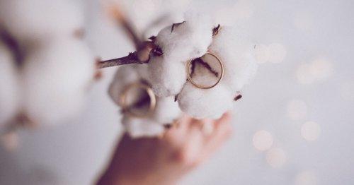 Baumwollhochzeit: Geschenke und Sprüche zum zweiten Hochzeitstag | desired.de