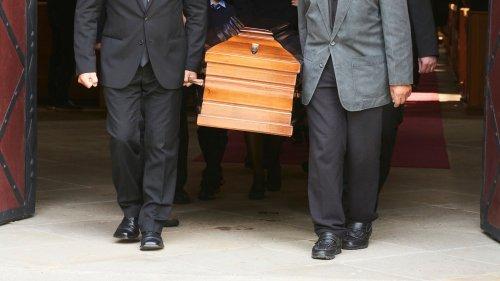 Zurück zum Thema | Bestattungen – Sargpflicht und Co: Muss das sein? | detektor.fm – Das Podcast-Radio