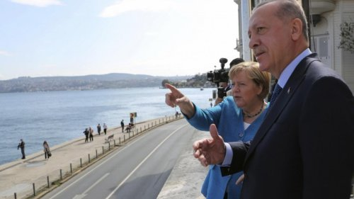 Istanbul - Erdogan lobt bei Treffen Merkels Türkei-Politik