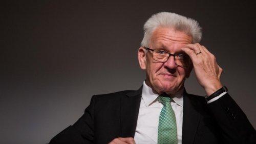 Reiserückkehrer - Auch Kretschmann für Corona-Testpflicht