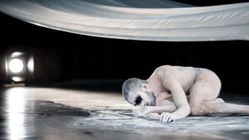 """""""The Dying Swans Project"""" von Gauthier Dance - Der sterbende Schwan lebt"""