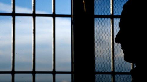 Werden einigen Häftlingen bald Liebesbeziehungen verboten?