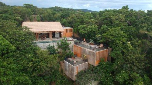 Em-Estudio builds concrete holiday home on Oaxaca hillside