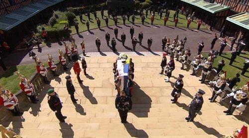 Princípe Philip é sepultado em jazigo da família real depois de cerimônia restrita