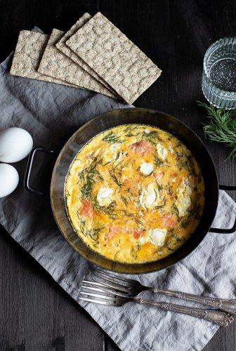 Einfaches Ofen Omelette Rezept mit Lachs und Frischkäse