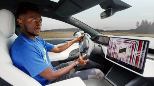 Marques Brownlee Gave His First Impressions Of The Tesla Model S Plaid, And He Had Some Thoughts About The Controversial Yoke Steering Wheel - Digg