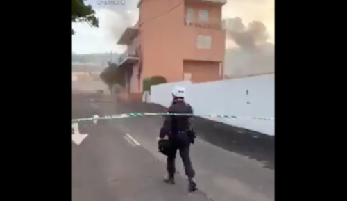 This Video Of A Policeman Fighting Against Strong Wind And Stones As The Volcano In La Palma Rages Feels Downright Apocalyptic