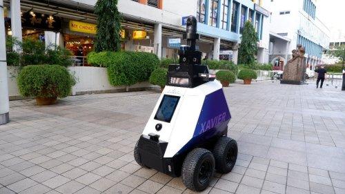 I poliziotti robot pattugliano le strade da Singapore alla Germania
