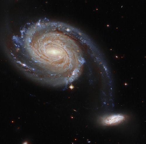 Hubble Space Telescope captures a peculiar pair of galaxies