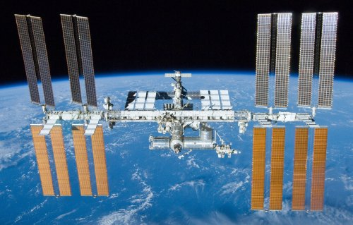 Space station photo attempts to convey satellite's high speed