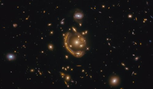 Molten ring in space allows Hubble to peer 9 billion years into the past