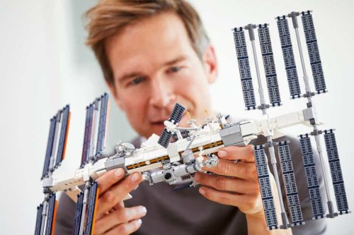 Space Station gets the Lego treatment in wonderfully detailed design