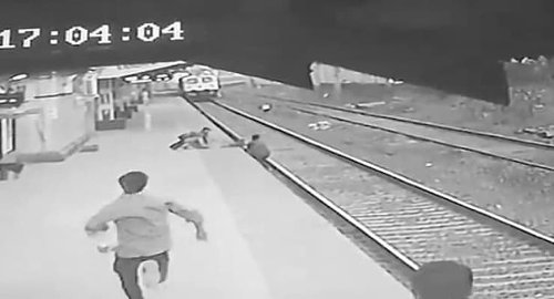 Video | Tren geldiği sırada raylara düşen çocuğu hayatı pahasına kurtardı - Diken