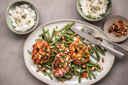 Gegrillte Schnitzel mit Limetten-Gochujang Sauce, Erdnüssen und grünen Bohnen - Dinner um Acht