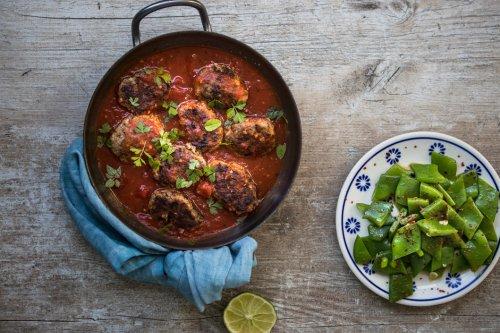 Griechische Hackbällchen in würziger Tomatensauce - Dinner um Acht