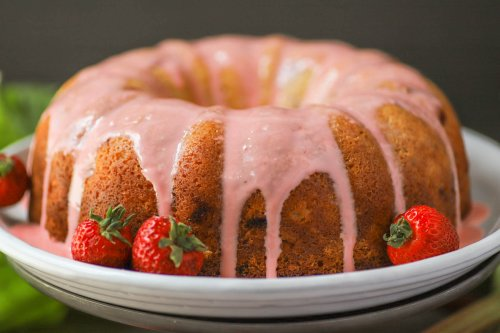Strawberry Rhubarb Greek Yogurt Cake - Dish 'n' the Kitchen