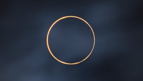 A photo of annular solar eclipse in Tibet wins 2021 Astronomy Photographer of the Year - DIY Photography
