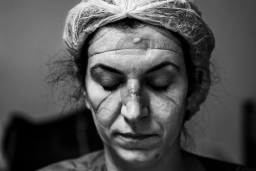 Brazillian photographer wins world's biggest photography award prize for portrait of a covid doctor - DIY Photography
