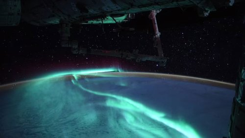 French astronaut captures stunning images of Southern Lights from the International Space Station - DIY Photography