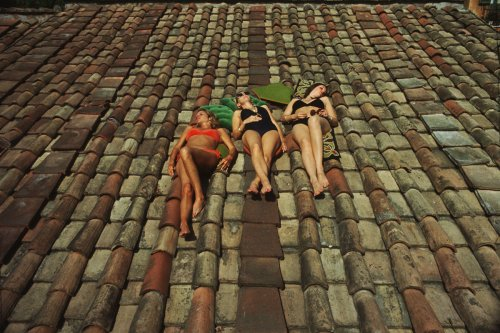 'Classy' Photo Reveals Difference Between Sun Bathing In Europe & Australia