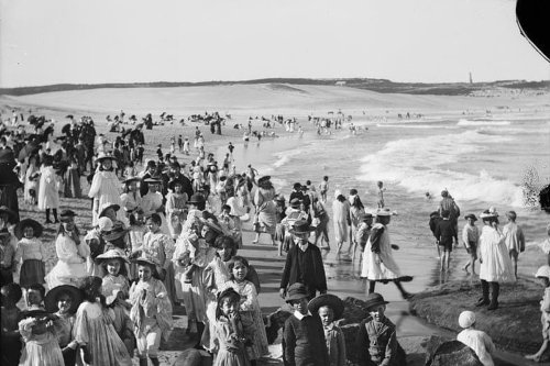 Bondi Beach Photo From 1900 Proves Why We Shouldn't Romanticise The Past