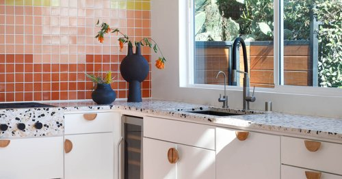 All the Biggest Design Trends in One Tiny U-Shaped Kitchen