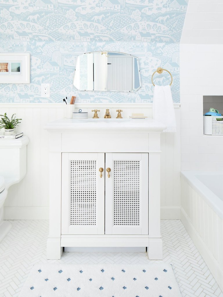 Clever Cleaning Tips We Learned From Pro Housekeepers