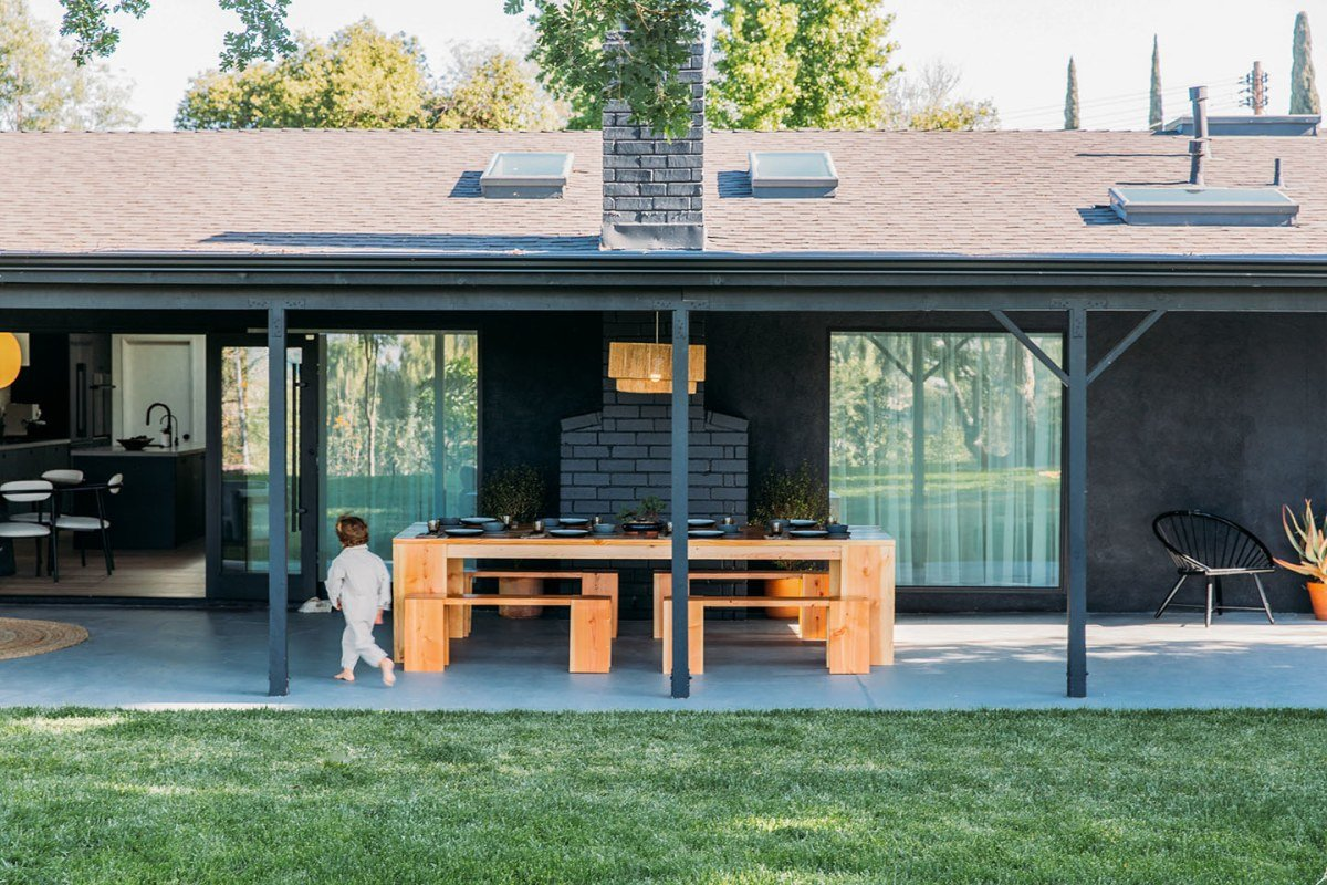 Although This Los Angeles Ranch Has a Black Exterior, It's All Zen Vibes Inside