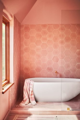 Our Favorite Walk-In Showers Have One Thing in Common