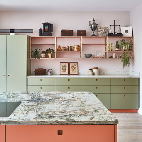 """A Coral and Sage London Kitchen Featuring """"Anti-Floating"""" Shelves"""