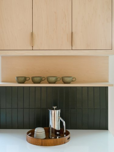 You Don't Have to Choose Between Open Shelving and Upper Cabinets